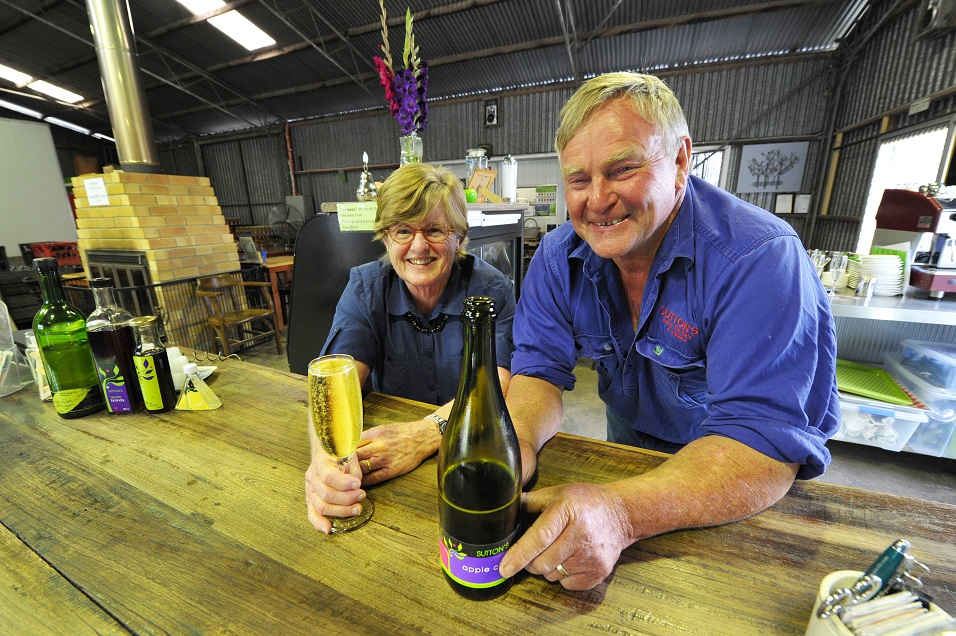David and Roslyn Sutton with their award winning apple cider. Photo by Rodney Green, The Queensland Country Life.